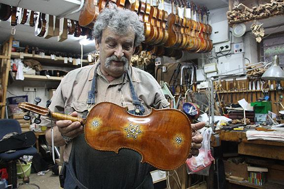 Amnon Weinstein in his Tel Aviv workshop